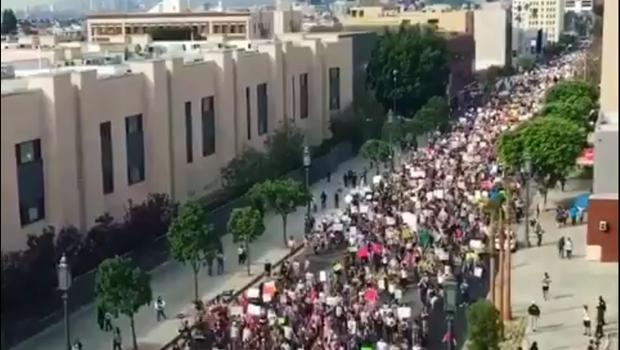 Manifestantes protestam contra política do empresário eleito na última terça-feira (8) | Foto: Reprodução / Twitter