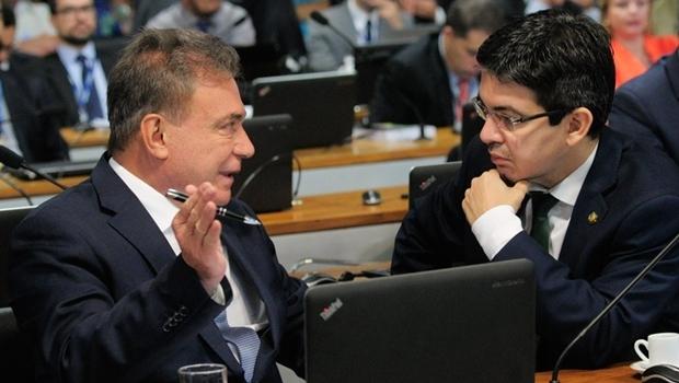 Senador Alvaro Dias (PV-PR), autor da proposta, e o relator, Randolfe Rodrigues (Rede-AP) | Foto: Geraldo Magela / Agência Senado