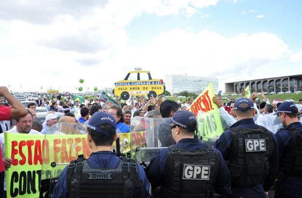 Manifestação dos taxistas em Brasília | Foto: Luis Macedo/ Câmara do Deputados