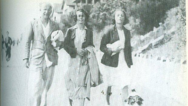 """Francis Fierz e a gaúcha Mabel Robinson Fierz (centro), com a filha Fay Fierz, em 1937. Ela foi amante, mecenas, conselheira e até agente literária informal de George Orwell, autor do seminal """"1984"""", e contribuiu para sua fama."""