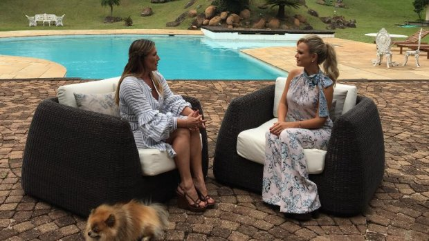 Adriane Yamin entrevistada por Eliana Michaelichen, do SBT | Foto: Divulgação