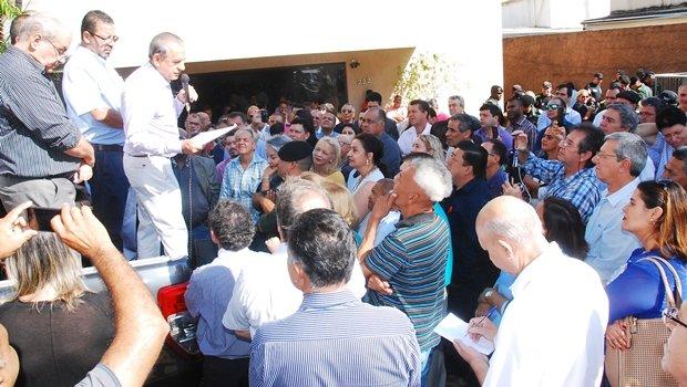 Iris discursa em palanque improvisado | Foto: Divulgação /  Facebook