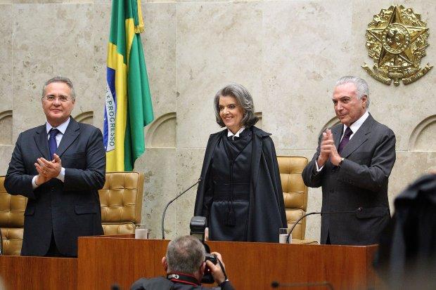 Renan Calheiros, Cármen Lúcia e Michel Temer: mantida a independência dos poderes e a estabilidade das instituições   Foto: Agência do Governo de Brasília