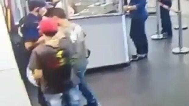 Segurança é assaltado e tem a arma roubada no Shopping Flamboyant