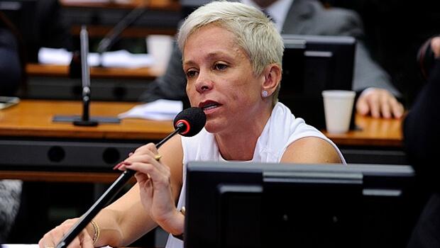 Relatora, Cristiane Brasil (PTB), se comprometeu a incluir na votação final mais sugestões de Zarattini   Foto: Billy Boss / Câmara dos Deputados