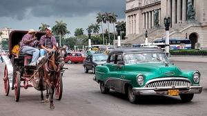 Carros antigos e veículos puxados por cavalos são os principais meios de transporte dos cubanos | Foto: Reprodução