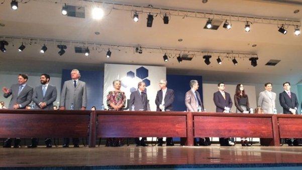 Mesa da diplomação dos eleitos | Foto: Larissa Quixabeira