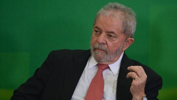 Sérgio Moro adia interrogatório de Lula em Curitiba