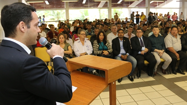 Delegado Emmanuel Henrique destacou a importância de manter as crianças na escola | Foto: Jota Eurípedes