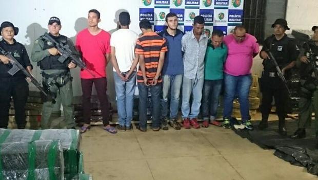 Foram presos cinco homens e dois menores de idade | Foto: Reprodução / Polícia Militar