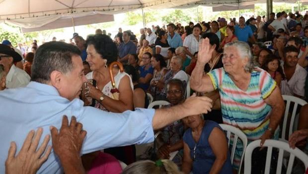 Na Região Noroeste de Goiânia, governador entrega mais de 1,5 mil escrituras
