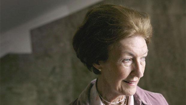 Shirley Hazzard sugere que uma das funções da literatura é expor o caráter acidental da vida