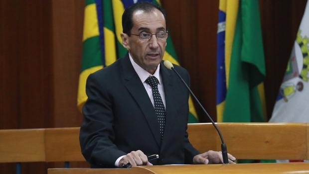Ronaldo Caiado cai de mula e entra de licença do Senado