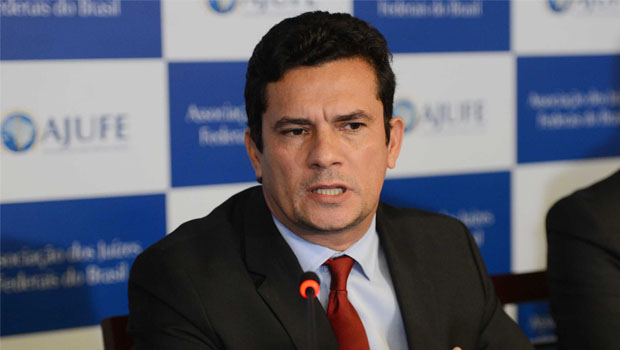 Bolsonaro assina Projeto de Lei Anticrime de Moro
