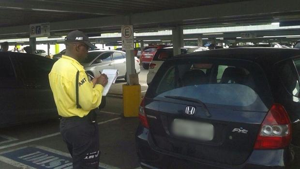 Recursos de multas de trânsito bancaram lanche e aluguel de carro de secretário, diz MP