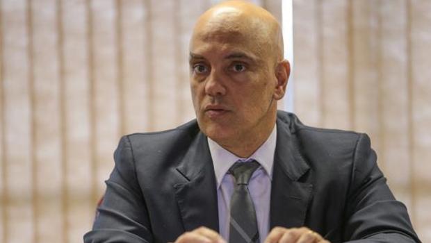 Aécio Neves anuncia desfiliação de Alexandre de Moraes do PSDB