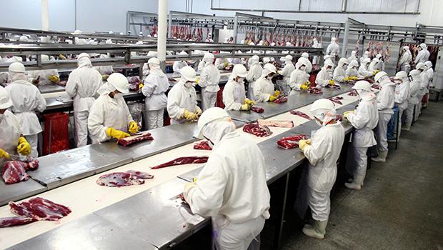 Esquema entre agentes federais, JBS e BRF permitia venda de carne imprópria para consumo