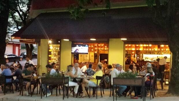 Situação de bares e restaurantes é preocupante, segundo Abrasel