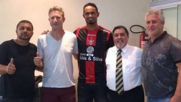 """Time diz que contratar goleiro Bruno """"faz parte da obrigação social da empresa"""""""