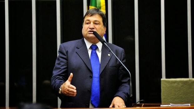 """""""Corinthians, Flamengo e outros clubes não devem receber dinheiro público"""""""