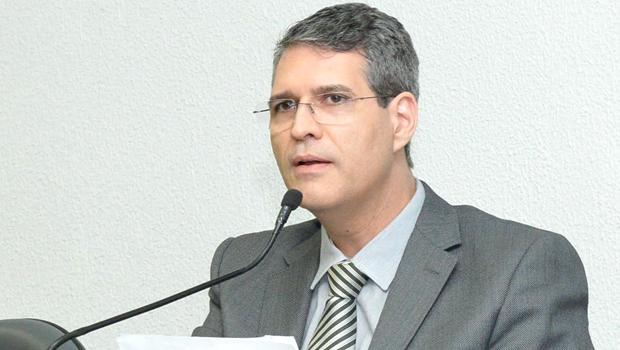 Francisco Jr. é reeleito presidente da Comissão de Finanças