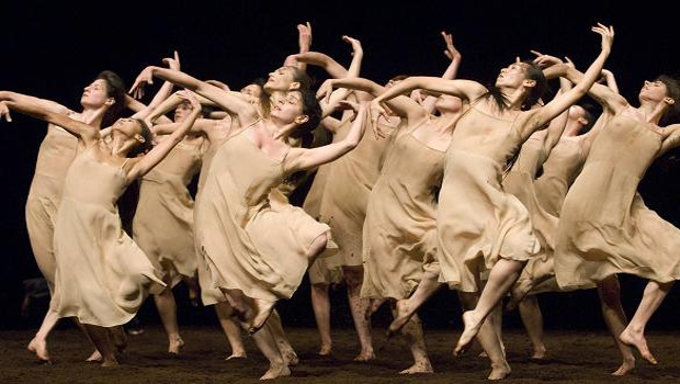 """Uma dança do subsolo: """"A Sagração"""" de Pina Bausch"""