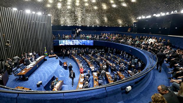 Reforma política prevê que  político infiel vai perder o mandato