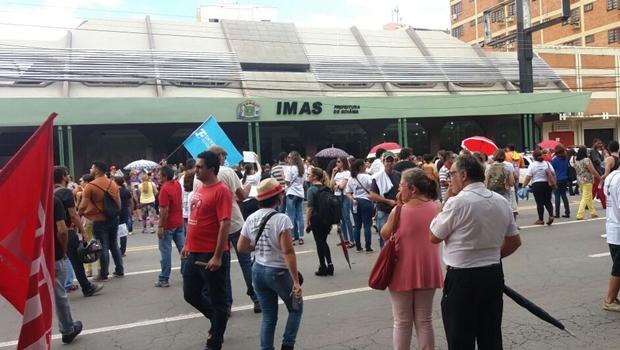 Em protesto, servidores municipais exigem auditoria no Imas