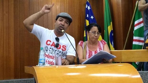 """Servidores da educação vão à Câmara denunciar """"calotes"""" da gestão Iris"""