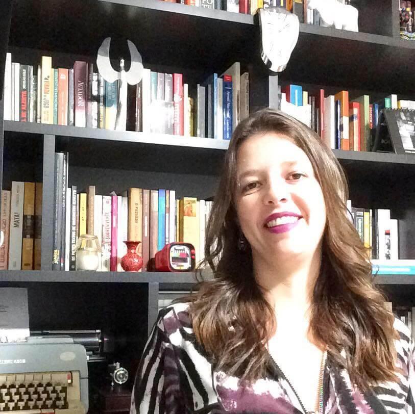 Fabiana Pulcineli tenta ensinar como políticos devem agir. Eles morrem de rir