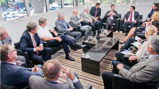 Prefeito Roberto recebe embaixador da Suécia e discute parcerias comerciais