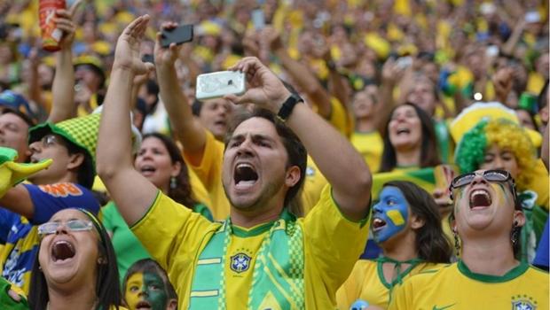 """CBF terá que pagar multa por gritos de """"bicha"""" da torcida brasileira"""