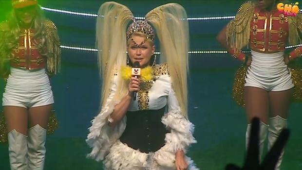 """Durante show, Xuxa perde paciência com """"homenagem"""" e deixa palco irritada"""