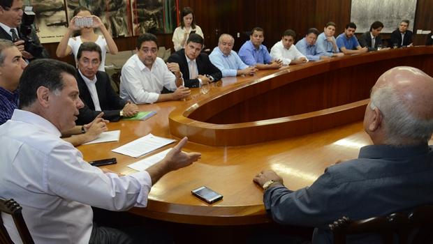 Marconi recebe apoio de deputados e reitera que Odebrecht não tem obras no estado