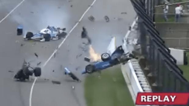 Piloto sofre acidente impressionante em prova de corrida e sai andando do carro