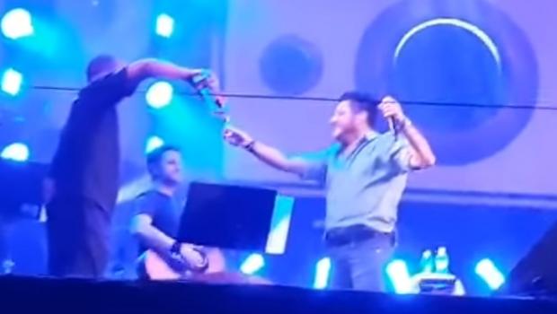 Bruno, da dupla com Marrone, pede desculpas aos fãs após fazer show embriagado