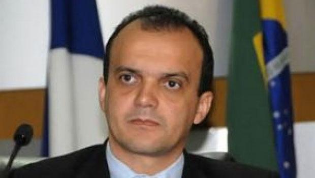 Justiça manda prefeito de Porto Nacional exonerar servidores
