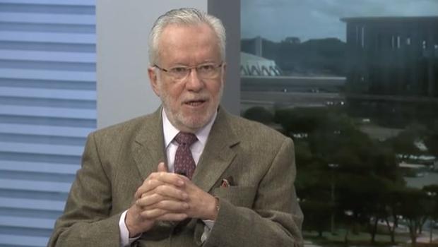 """""""Agora é Brasília que pede lugar nos hospitais de Goiás"""", elogia Alexandre Garcia"""