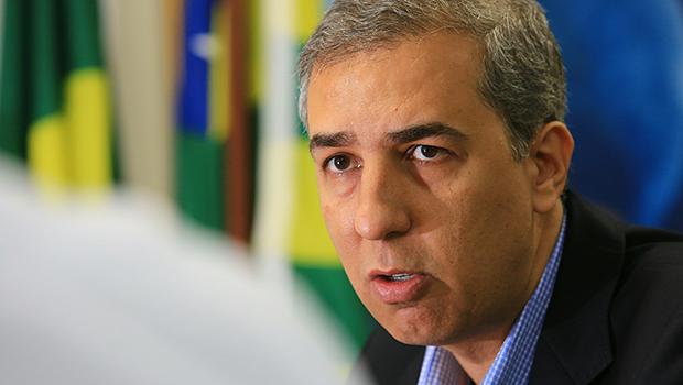 Zé Eliton vai mexer fundo na comunicação setorial do governo