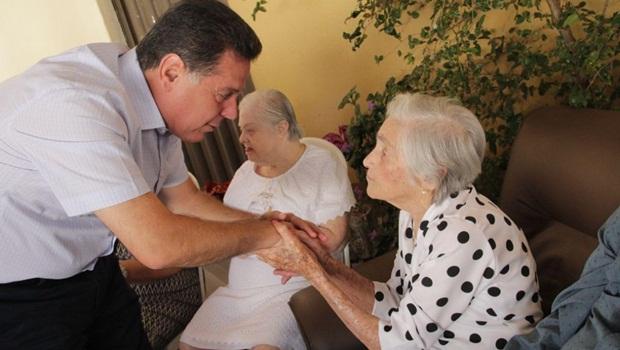 Em Palmeiras, Marconi vai a aniversário de 103 anos da tia Comary