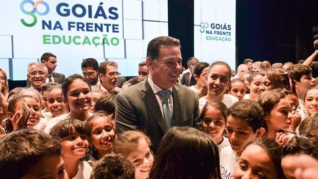 Marconi assina decreto que gratifica profissionais da Educação em até R$ 3,5 mil