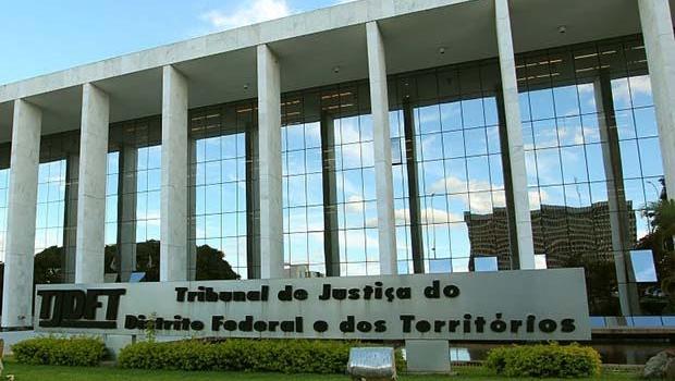 Justiça aposenta juiz que favoreceu Arruda
