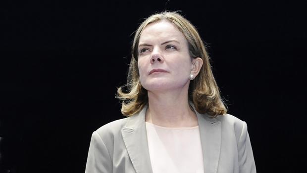 Ministro libera ação da Lava Jato contra Gleisi para julgamento no STF