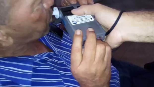 Polícia prende instrutor de auto escola dirigindo embriagado