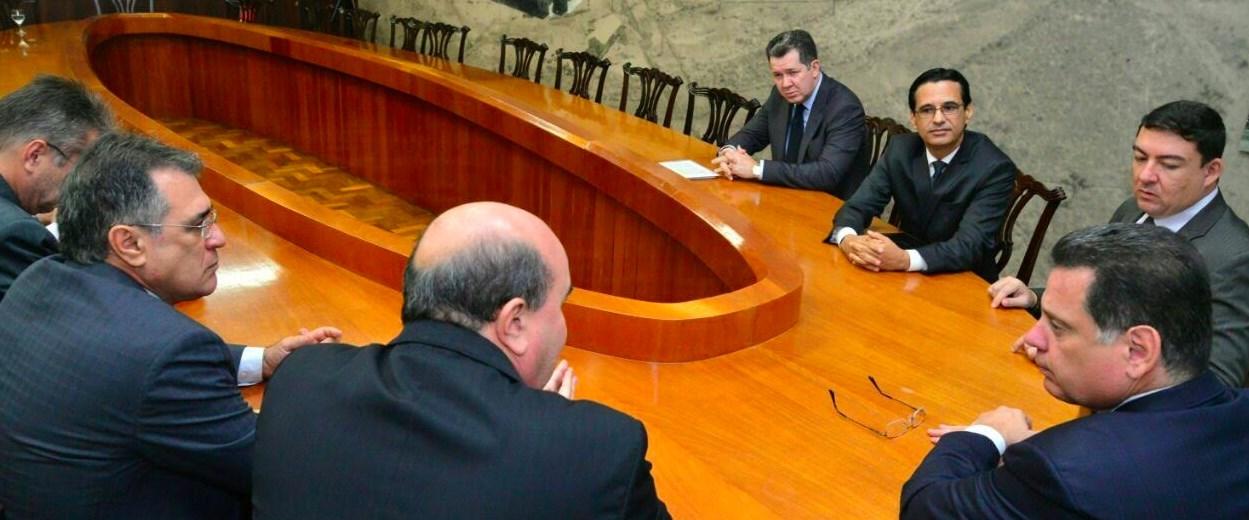 Marconi e Vitti reúnem-se com representantes do MP, TCE e TCM