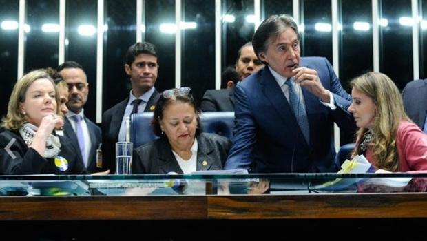 Votação da reforma trabalhista é suspensa e presidente negocia retomada
