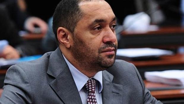 Pela primeira vez na tribuna, deputado Tiririca anuncia que deixa a política