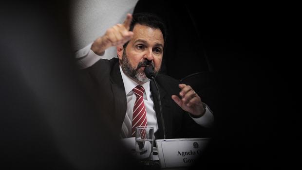 Justiça bloqueia R$ 1 milhão de Agnelo Queiroz