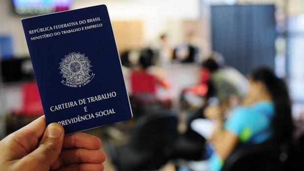 Pedidos de seguro-desemprego chegam a 653 mil em junho