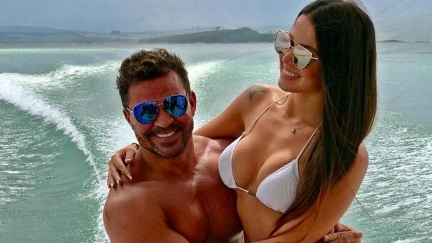 Eduardo Costa reata namoro com dançarina que o acusou de vazar fotos dela nua